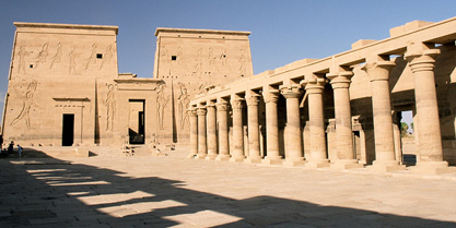 Philae_First_Pylon_and_Columnade_Aswan_Egypt_Oct_2004.jpg